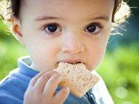 Fotó: http://mazwo.com/wp-content/uploads/2014/09/child-eating-bread2.jpg